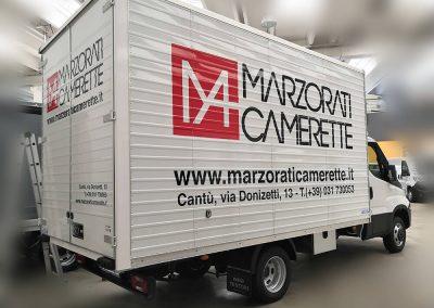 Decorazione furgone con adesivo cast prespaziato