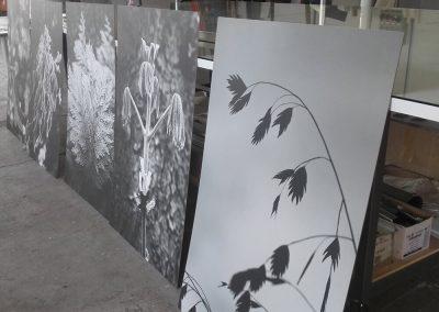 Canvas accoppiato con biadesivo e applicato su legno